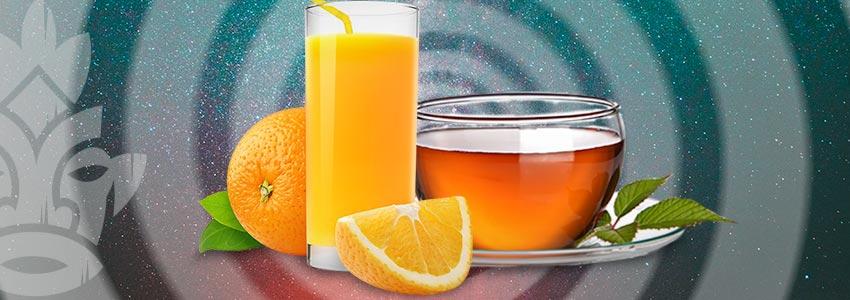 Nippe An Frischen Säften Und Tees